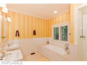 Naples Real Estate - MLS#215048030 Photo 13