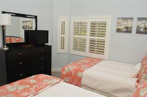 Naples Real Estate - MLS#215020561 Photo 12